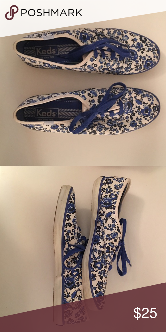 Keds Shoes Lightly used Keds brand shoes. Only worn 2-3 times. Will clean bottoms before sending. Keds Shoes Sneakers