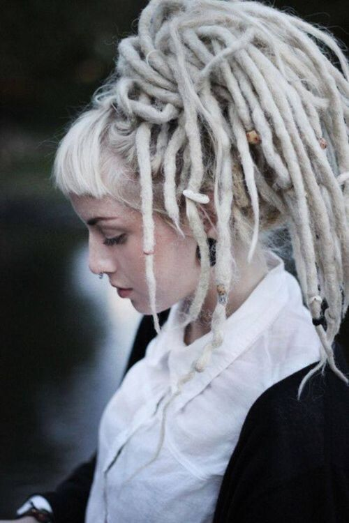 Not Your Typical Hair Blog Click Here Blonde Dreads Dreadlocks Girl Blonde Dreadlocks
