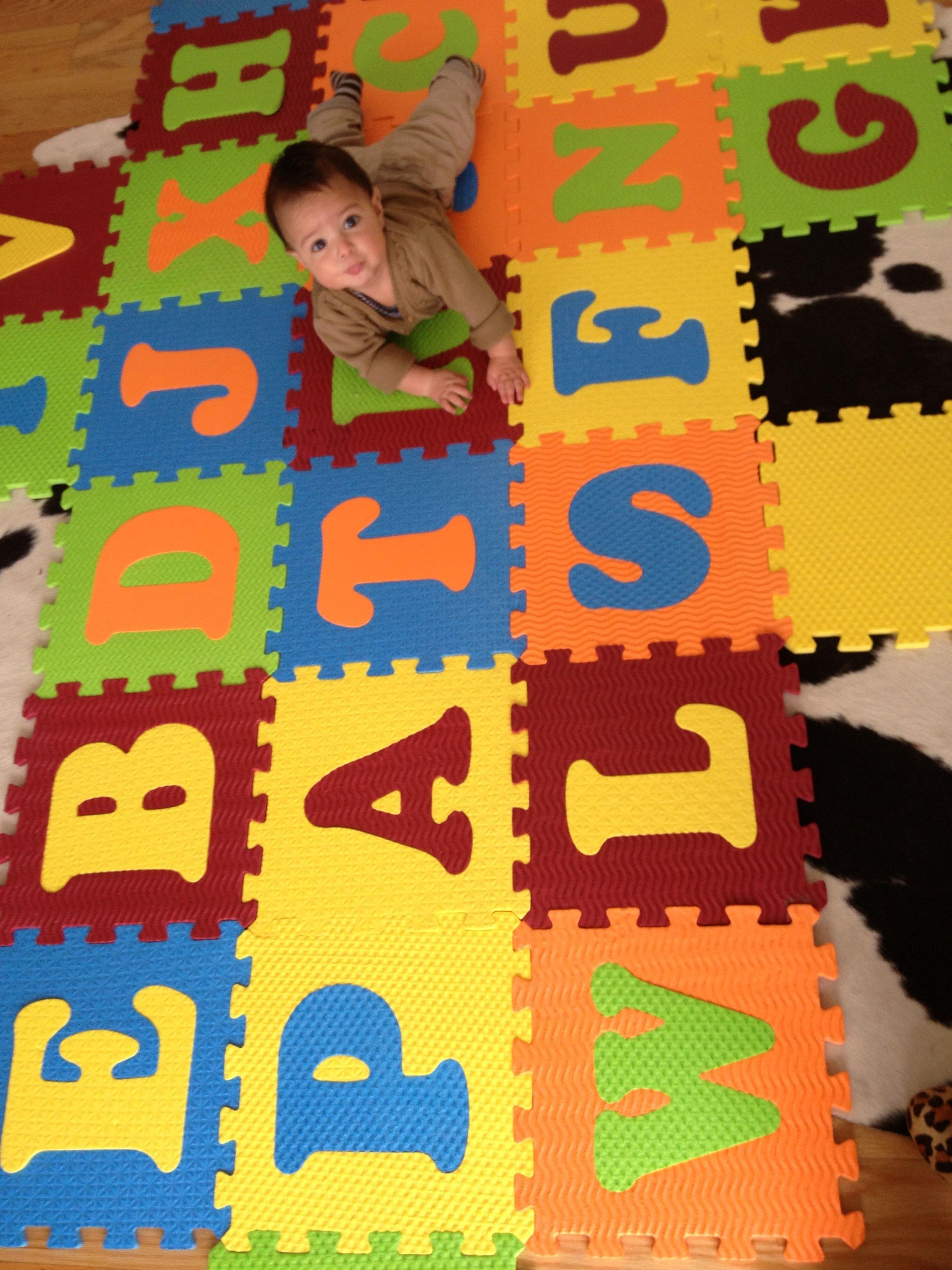 Nombre de mi hijo creado con letras de colores
