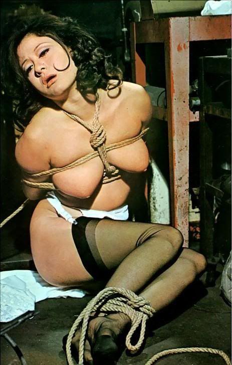 Mandy dee taking it all nude