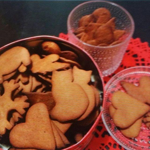 KOTI&LEIVONTA. BLOGISSA nyt LEIVONTAA, Joulu valmisteluja...Minun KOTI, RUOKA, JÄLKIRUOK&Juomat... JOULU&SISUSTUS ... ASTIAT Iittala, Kastehelmi sarjaa. TYKKÄÄ. HYMY  @iittala  #iittala #astiat #joulu #leivonta #valmistelut #joulupiparit #tunnelma #koti #tykkään #hymy #blogi ❤⌚☺