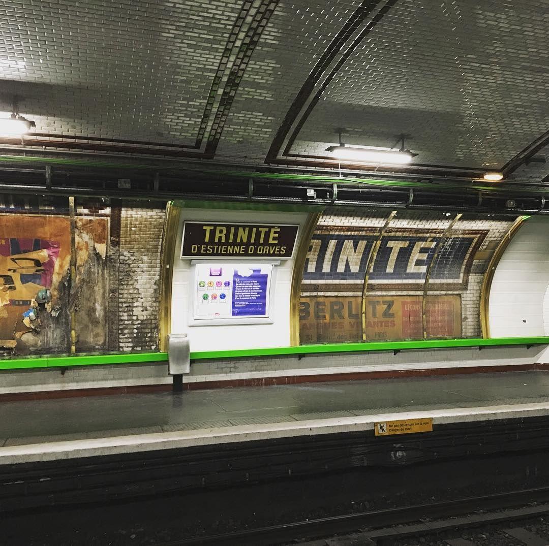 """Anciennes affiches station """"Trinité"""" depuis plus de 60 ans"""