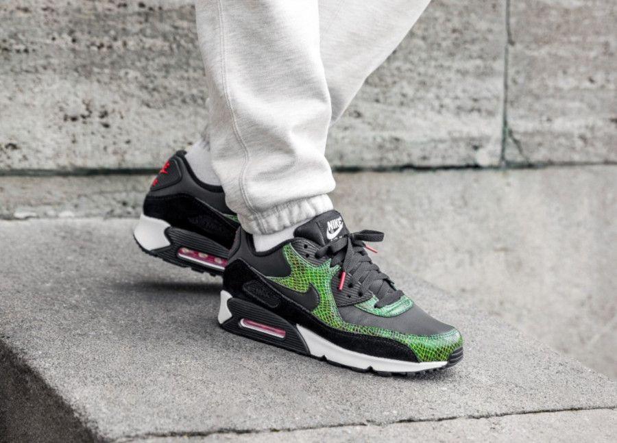 Nike Air Max 90 Black Cyber Fir 2 | Chaussures nike, Nike