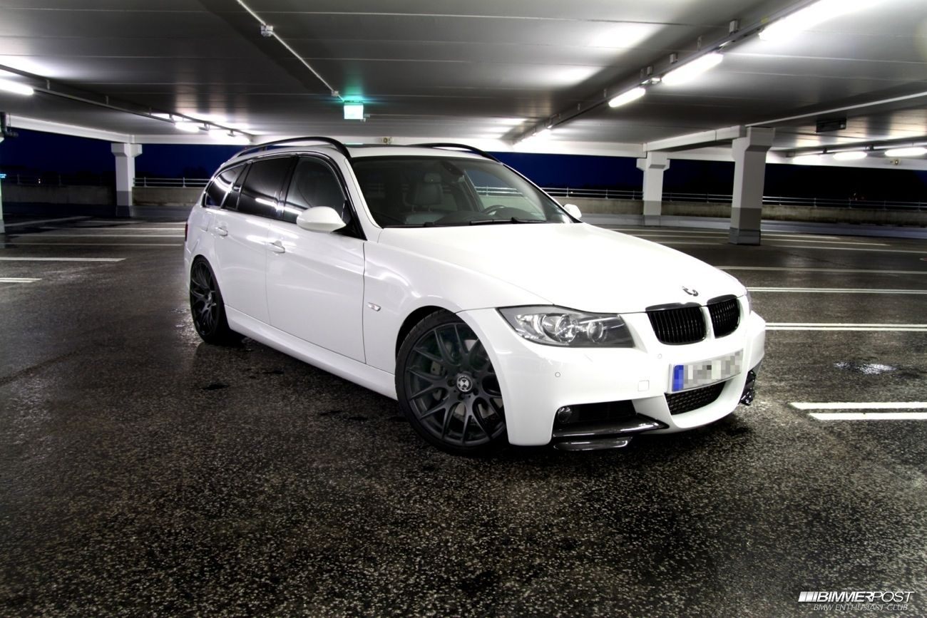 E91 alpine white matte black wheels