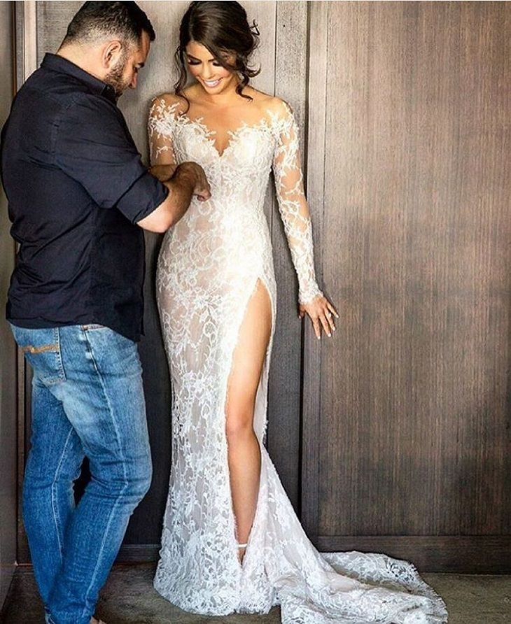 Beautiful wedding dress opened high front leg  #weddingdress #weddingdresses #weddinggown #weddinggowns #bridaldress #weddingdressinspiration #weddinginspiration
