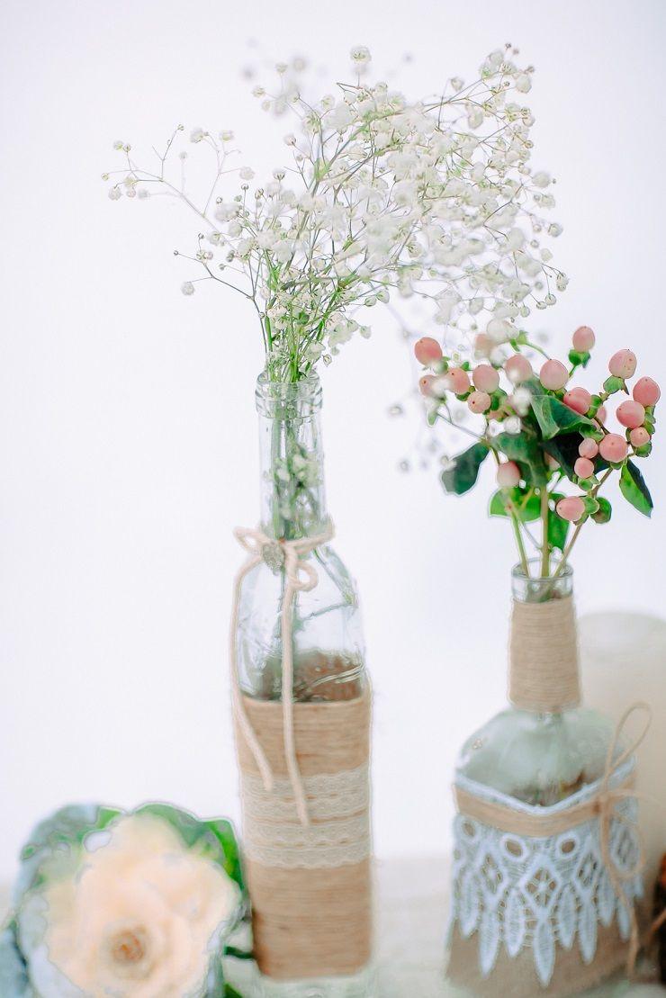 Simple winter wedding centerpieces | fabmood.com #wedding #winterwedding #outdoorwedding #snow #bride #weddingdress #peach