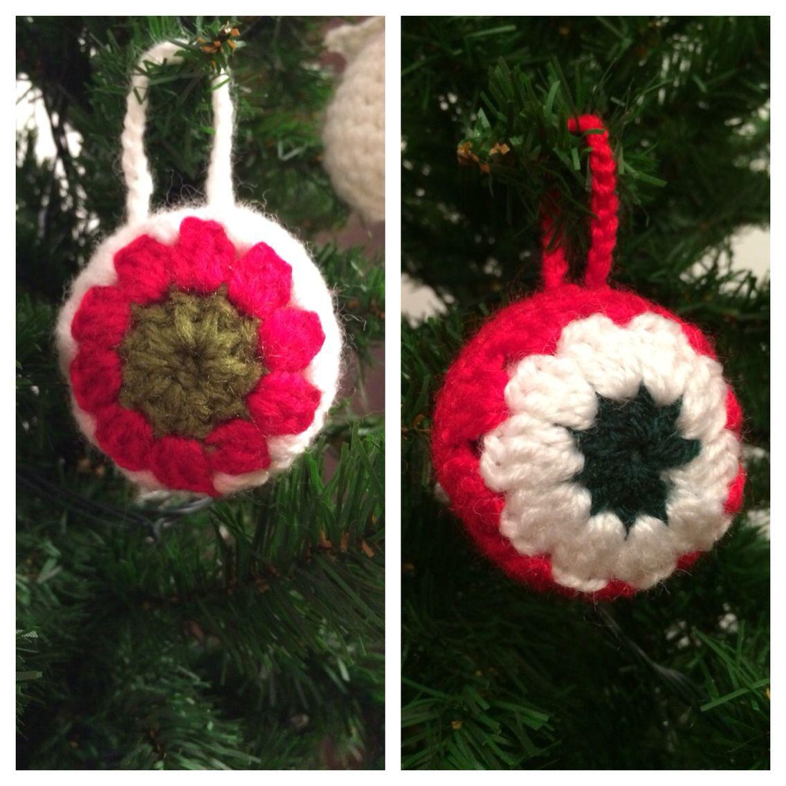 Bolas para el árbol de Navidad. Patrón original en http://www.thebluuroom.com/como-hacer-una-bola-de-ganchillo-para-el-arbol/