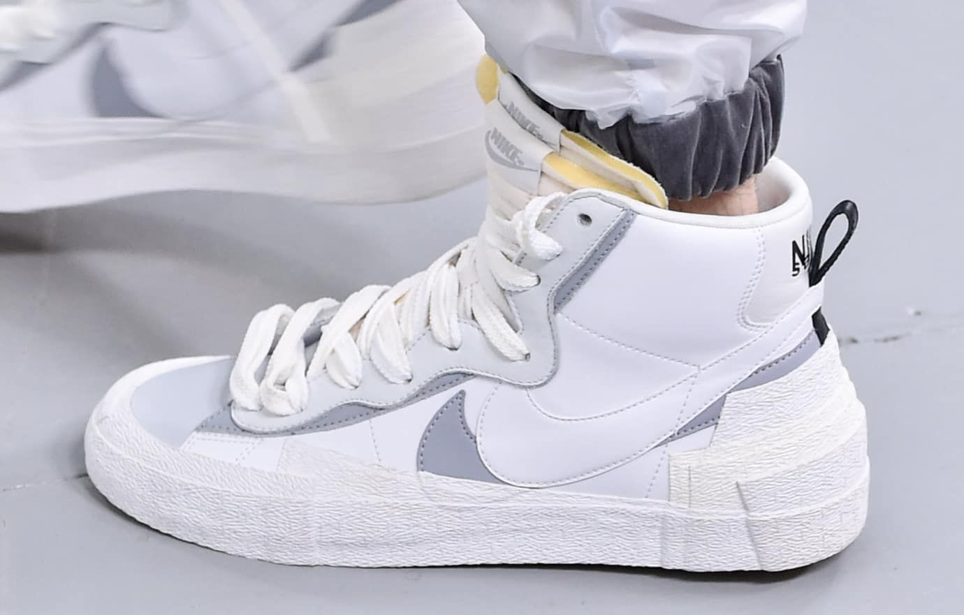 ae687db0292 sacai-nike-hybrid-dunk-blazer-white-lateral | Shoes in 2019 | Adidas ...