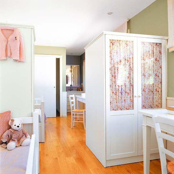 Los armarios empotrados a veces no son acordes con la decoración de un dormitorio infantil;