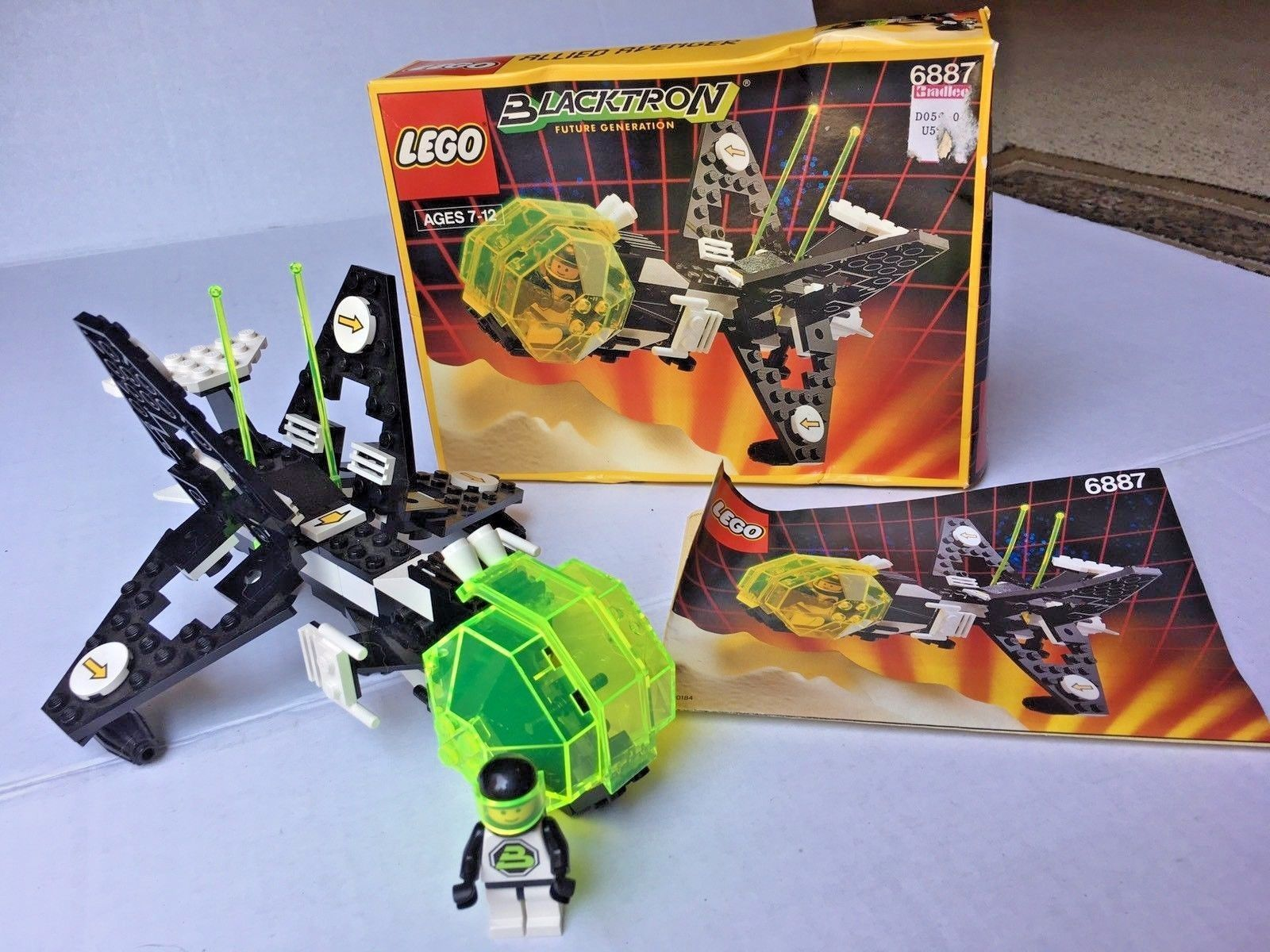 Lego Legoland Blacktron Allied Avenger 6887 Complete W Box
