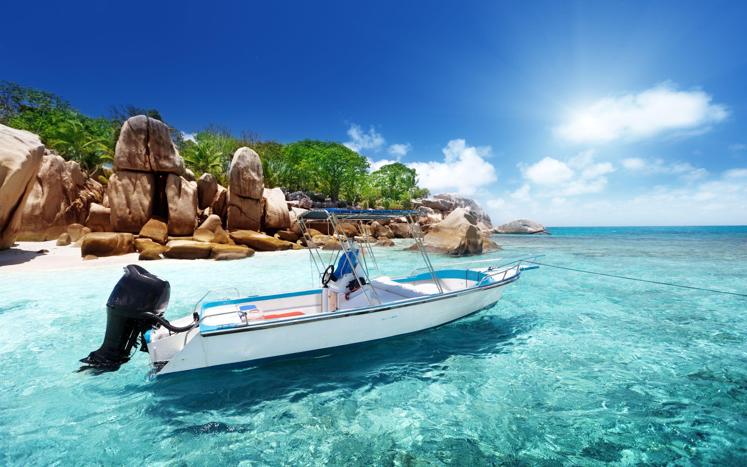 Landscape 4K Ultra HD Wallpaper Boat On Tropical Ocean