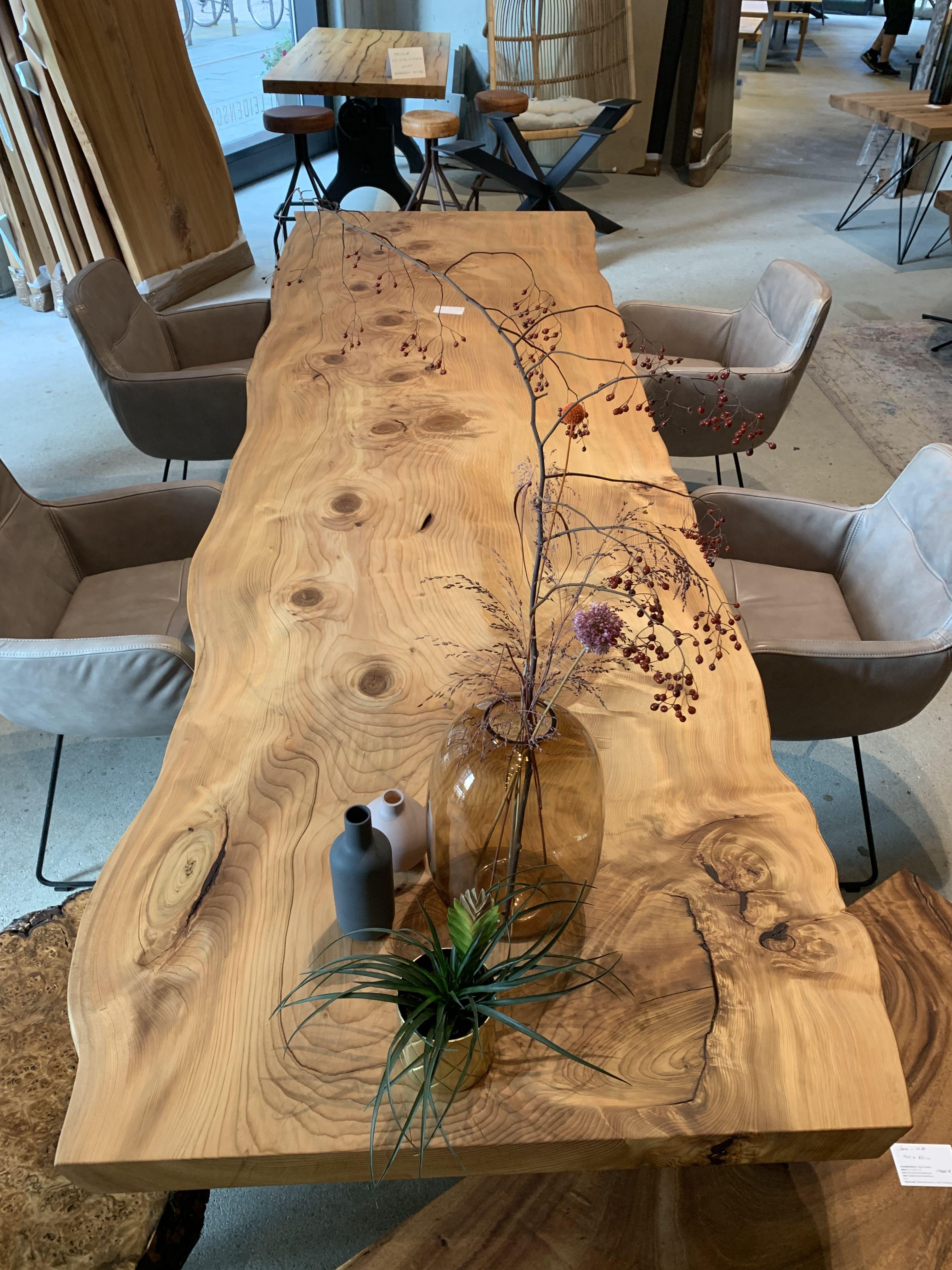 Unikat Holztisch aus einer Baumscheibe unverleimt von Holzwerk-Hamburg