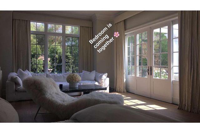 Take A Quick Peek Inside Kylie Jenner S Bedroom Kylie Jenner