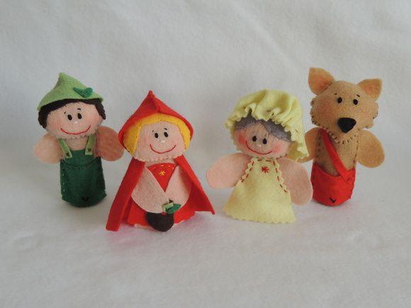 Dedoches Chapeuzinho Vermelho, contendo 4 personagens em carteirinha plástica.