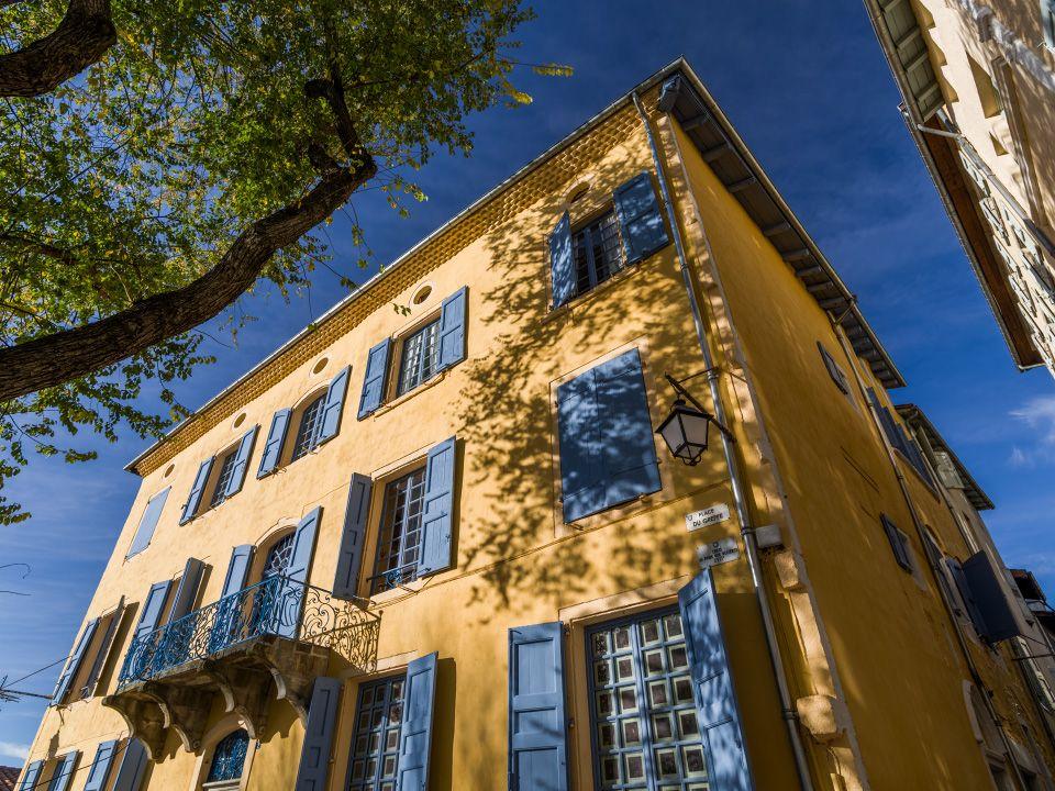 Maison Jaune Aux Volets Bleus Au Puy En Velay En 2019