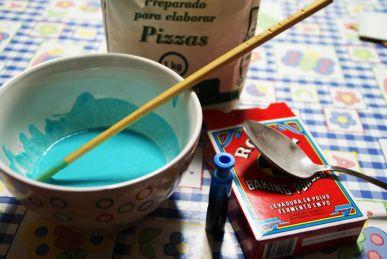 ¡¡Cómo mola pintar en 3D!!   Para leer más: http://meponesunbiberon.wordpress.com/2012/12/17/pintura-3d-para-peque-de-0-a-100/