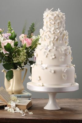traditional english wedding cake falling hydrangeas wedding cake style wedding 21132