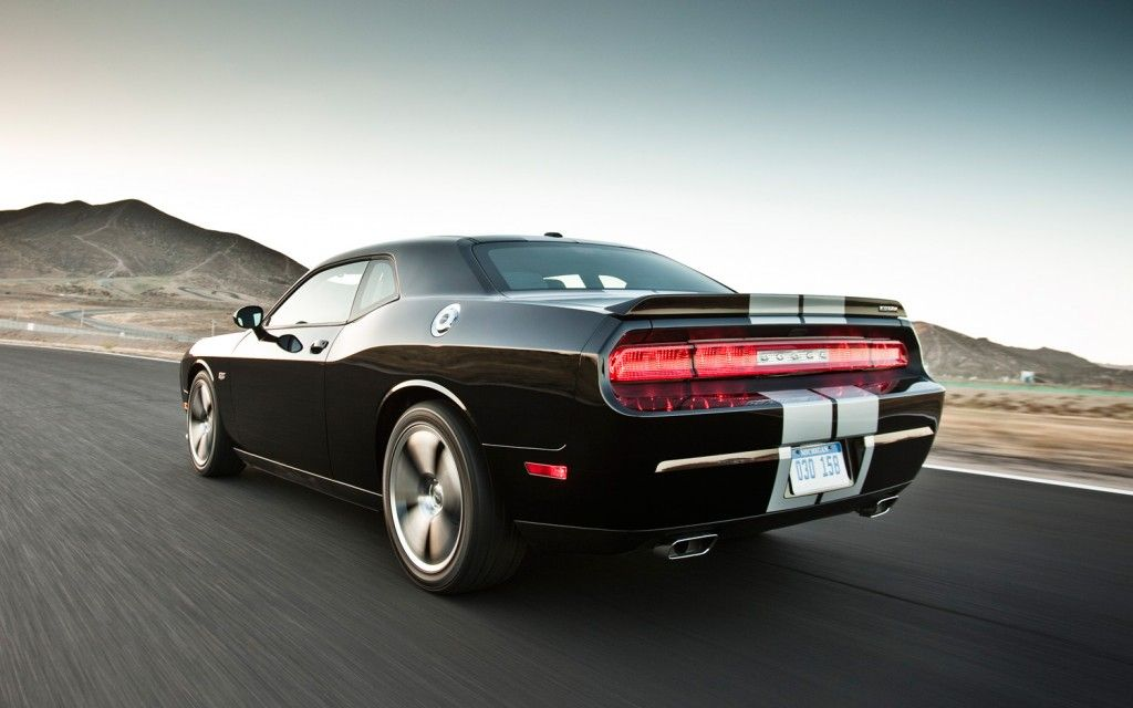 Dodge will be next week at the Geneva Motor show in Chicago and Challenger R / T Redline model year 2013th.   Under its hood is a 5.7​​-liter HEMI V8 engine that develops 375KS (the version with the six-speed manual Transmission) or 372KS in v