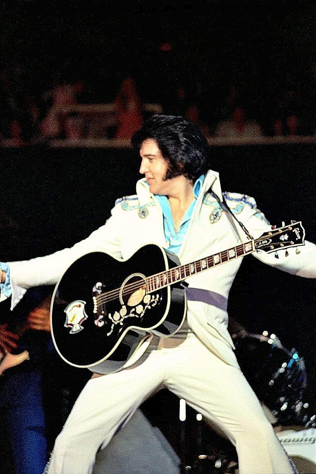 Pin By Anne Bransford On Elvis Presley Concert Photos Elvis