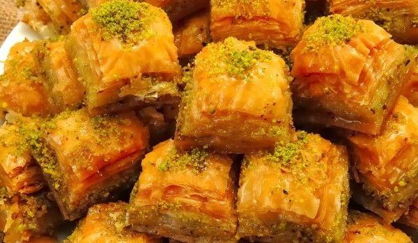 Cooqus | Baklava con nueces, almendras, pistachos y rosa