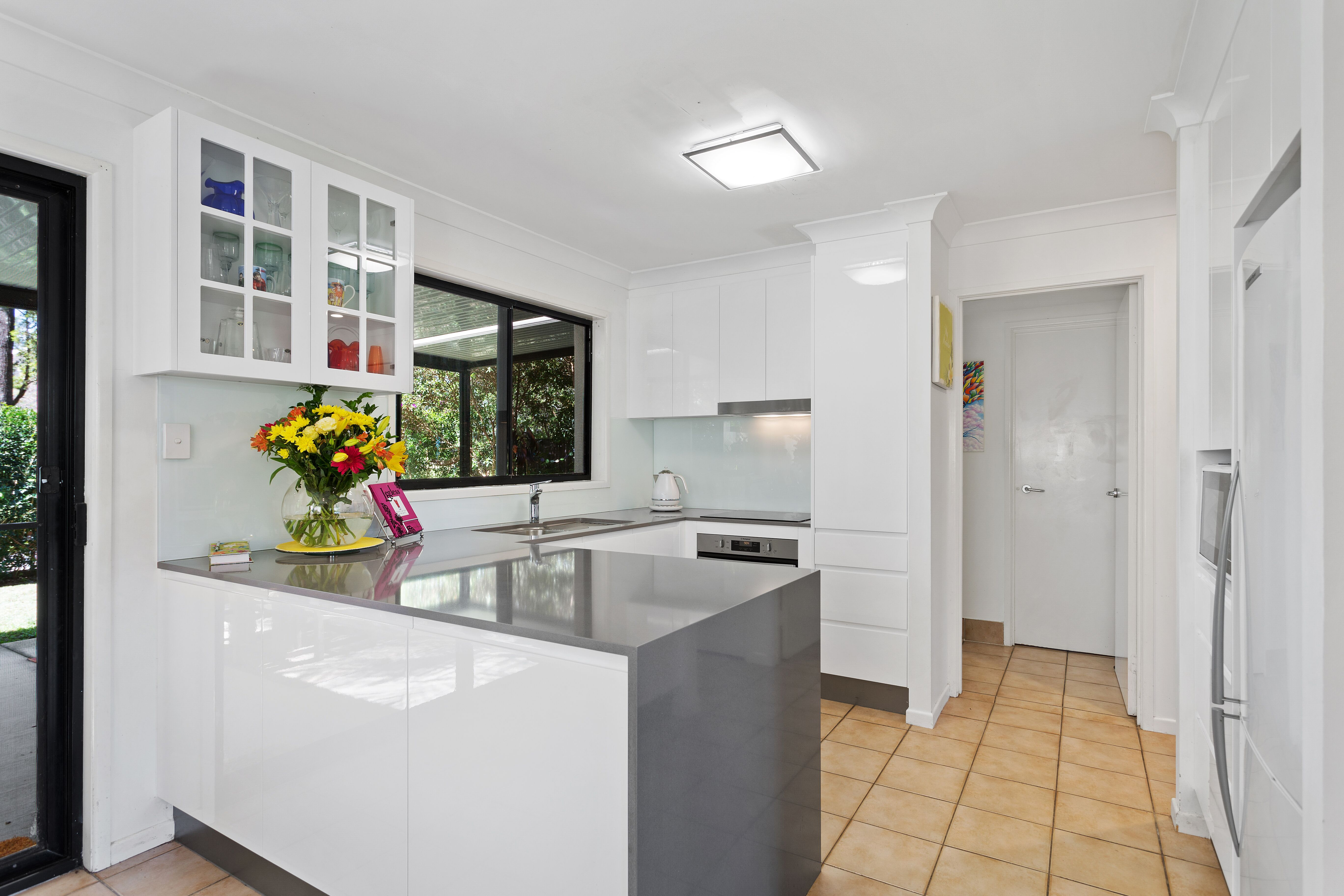 2pak doors, draws & panels in Gloss White ~ 20mm Silestone Gris Expo ...