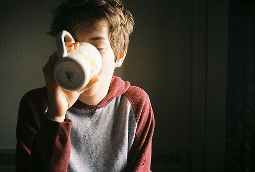 Resultado de imagen de coffee drinking tumblr