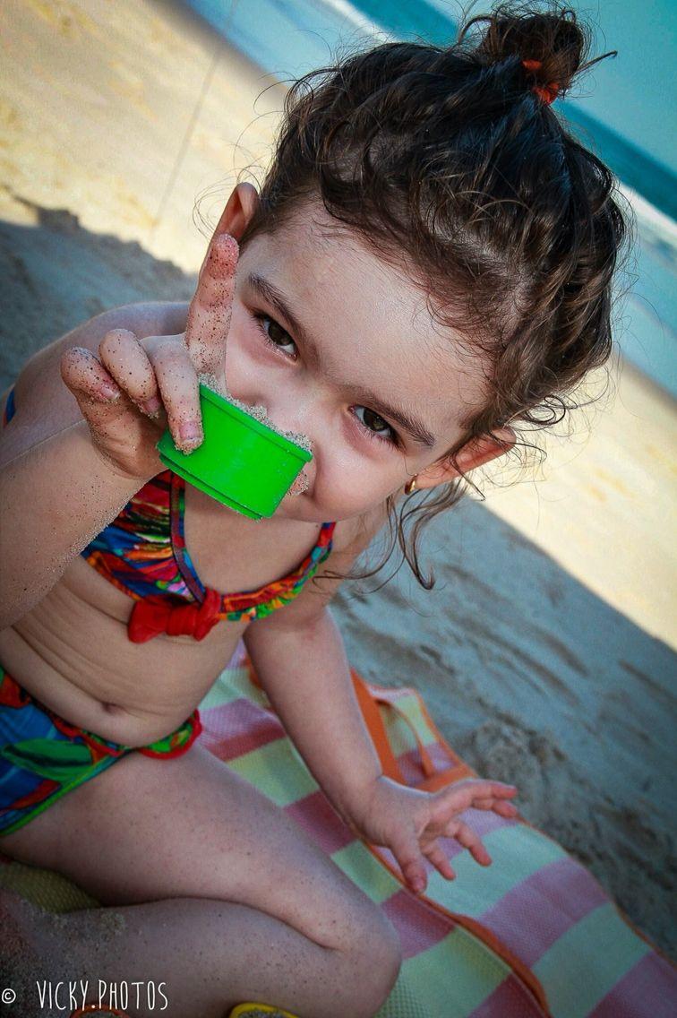 """""""Quantas coisas cabem em um olhar! É tão expressivo, é como falar."""" (Clarice Lispector) #ferias #valentina #titi #tina4anos #maedemenina  #vickyphotos #vickyphotosinfantis @vicky_photos_infantis https://www.facebook.com/vickyphotosinfantis http://websta.me/n/vicky_photos_infantis https://www.pinterest.com/vickydfay https://www.flickr.com/vickyphotosinfantis"""