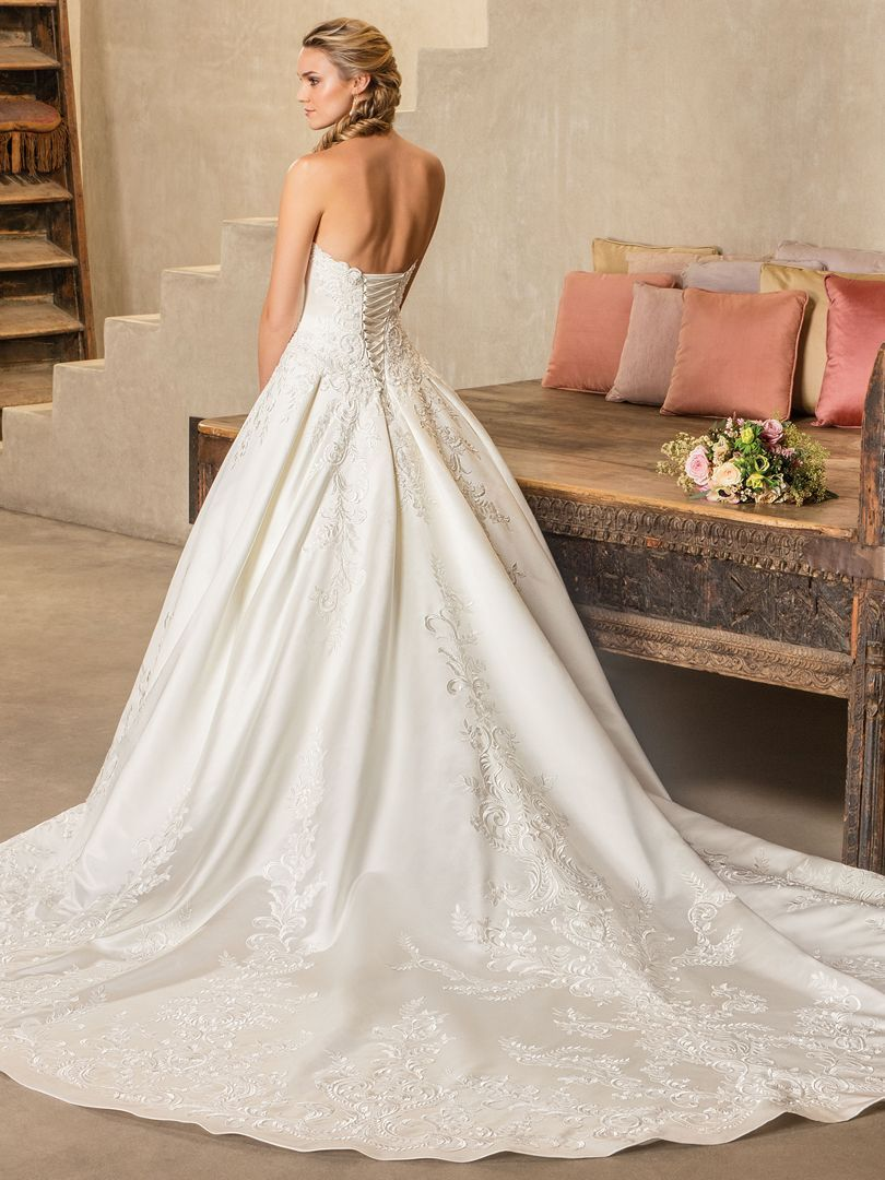 Style oleander was designed for the bride seeking to bring