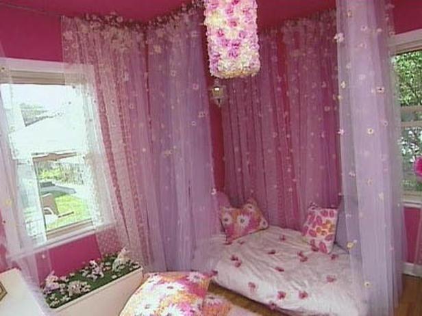 Diy Canopy Bed Diy Little Girl S Floral Bedroom Cotcozy Girl Floral Bedroom Girl Room Diy Girls Bedroom