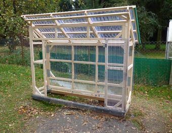 Bau eines stabilen Tomatenhauses aus gehobelten Latten