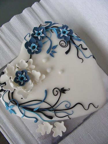 white and blue cake by bubolinkata, via Flickr