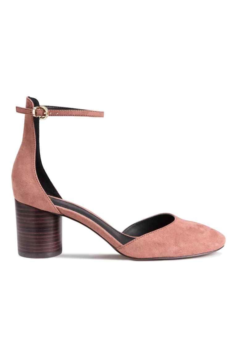 Sandales avec bride: Sandales avec talon rond en imitation bois. Modèle avec…
