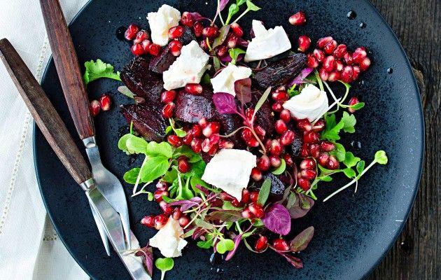 Punajuuria, vuohenjuustoa ja granaattiomenaa