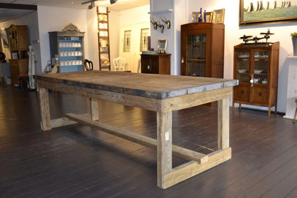 Prachtige grote robuuste tafel gemaakt van oude for Tafel van steenschotten