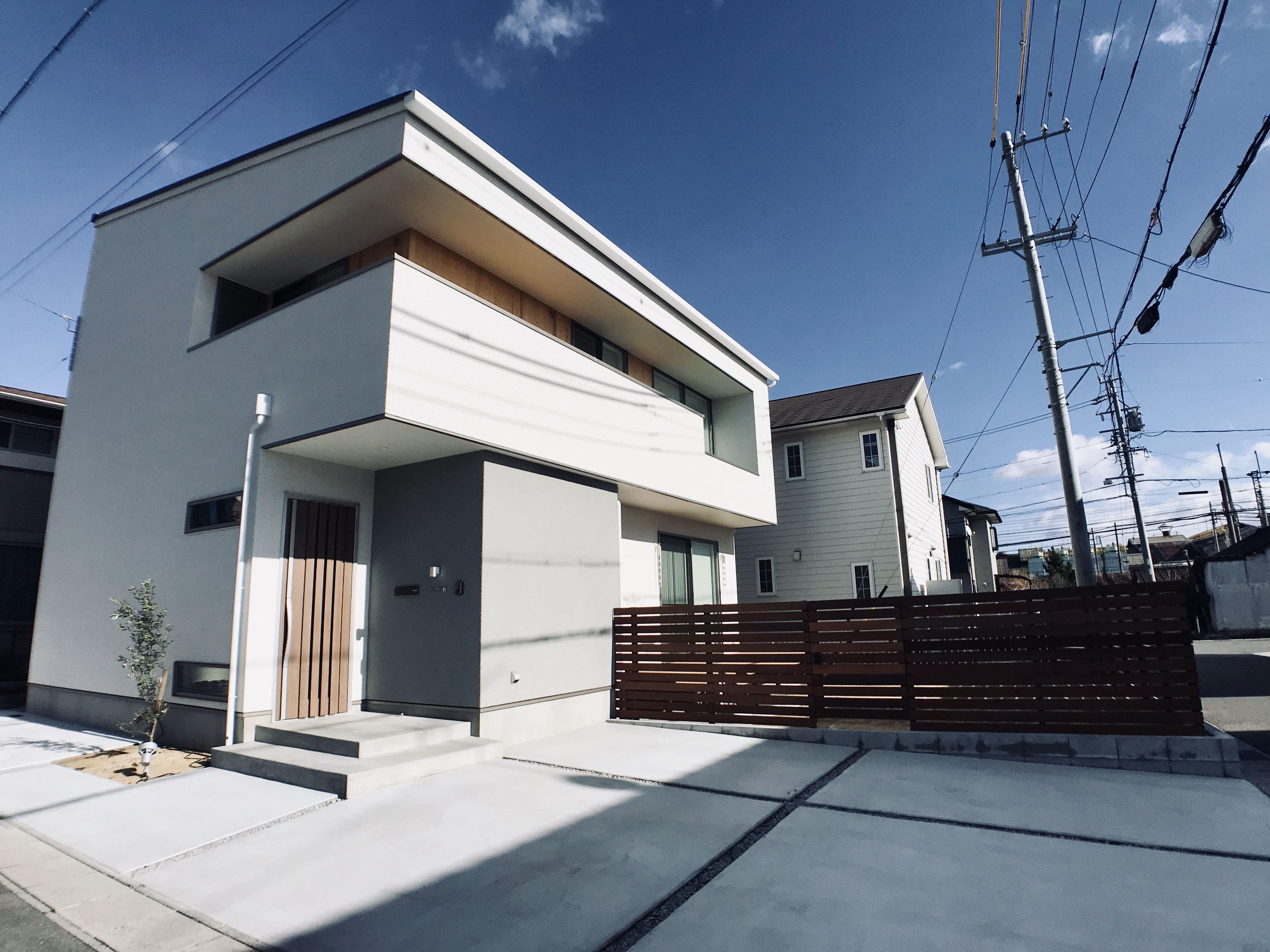 白い家 シンプルな外観 家 シンプルな家 家のデザイン