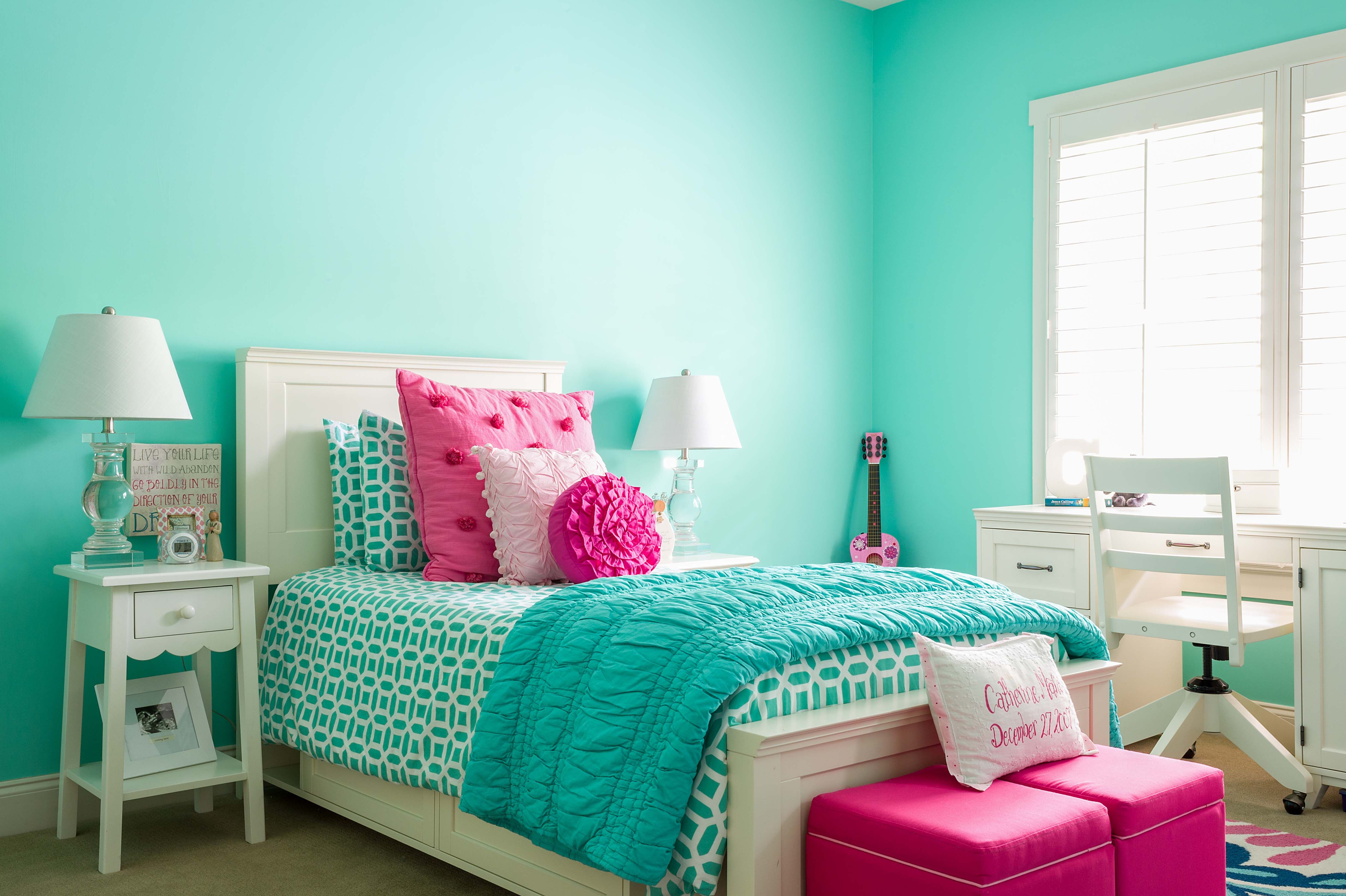 Girl S Bedroom Aqua And Pink Teal And Pink Kids Interior Room Kids Room Interior Design Turquoise Room
