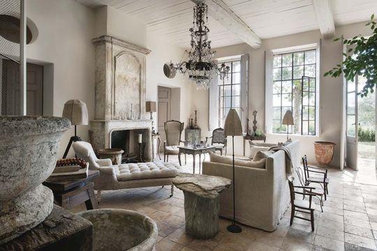 Maison esprit provence xviiie sara giunta jean luc charrier canap en lin la maison du - Bernard philibert salon de provence ...