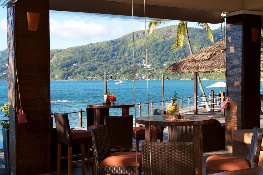 This hotel is situated on the island of Mahe, at the tip of the beautiful beach of Beau Vallon. The archipelago of the Seychelles is a jewel set in the transparent lagoons of the Indian Ocean. Over the centuries, the islands have lost nothing of their flora, fauna and culture. The hotel lies 10 ...