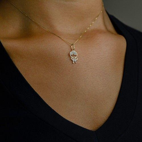 Pingente em Ouro 18k Menino com Mão Cintura com 6 Diamantes - Joiasgold