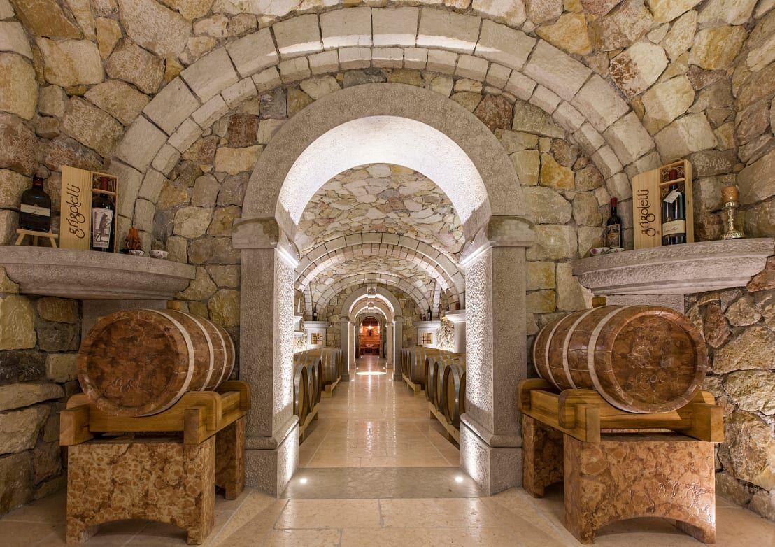 Каменный винный погреб фото