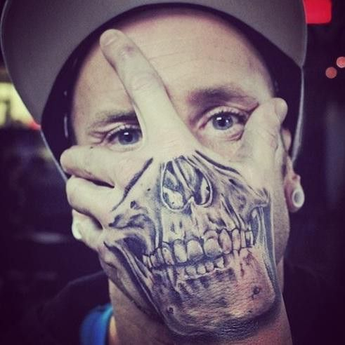 Hand Skull Tattoo Hand Tattoos Men Skull Tattoos Tattoos Tattoo Tattoo Ideen Fototapete Fotos