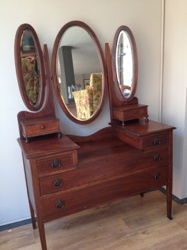 Antieke Kaptafel Met Spiegel.Oude Kaptafel Met Drie Spiegels Mahoniehout Old Dresser