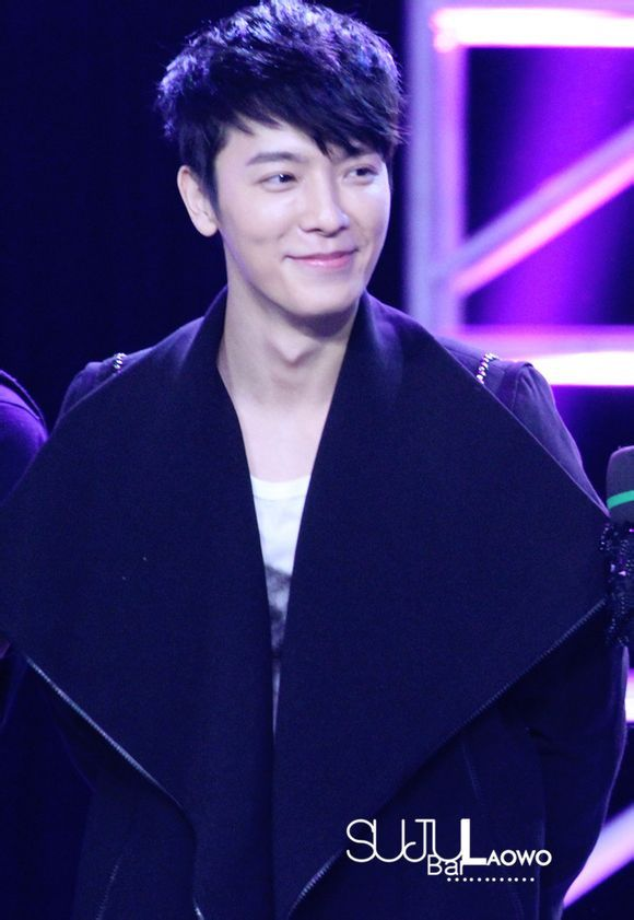 That handsome smile. Donghae <3 <3