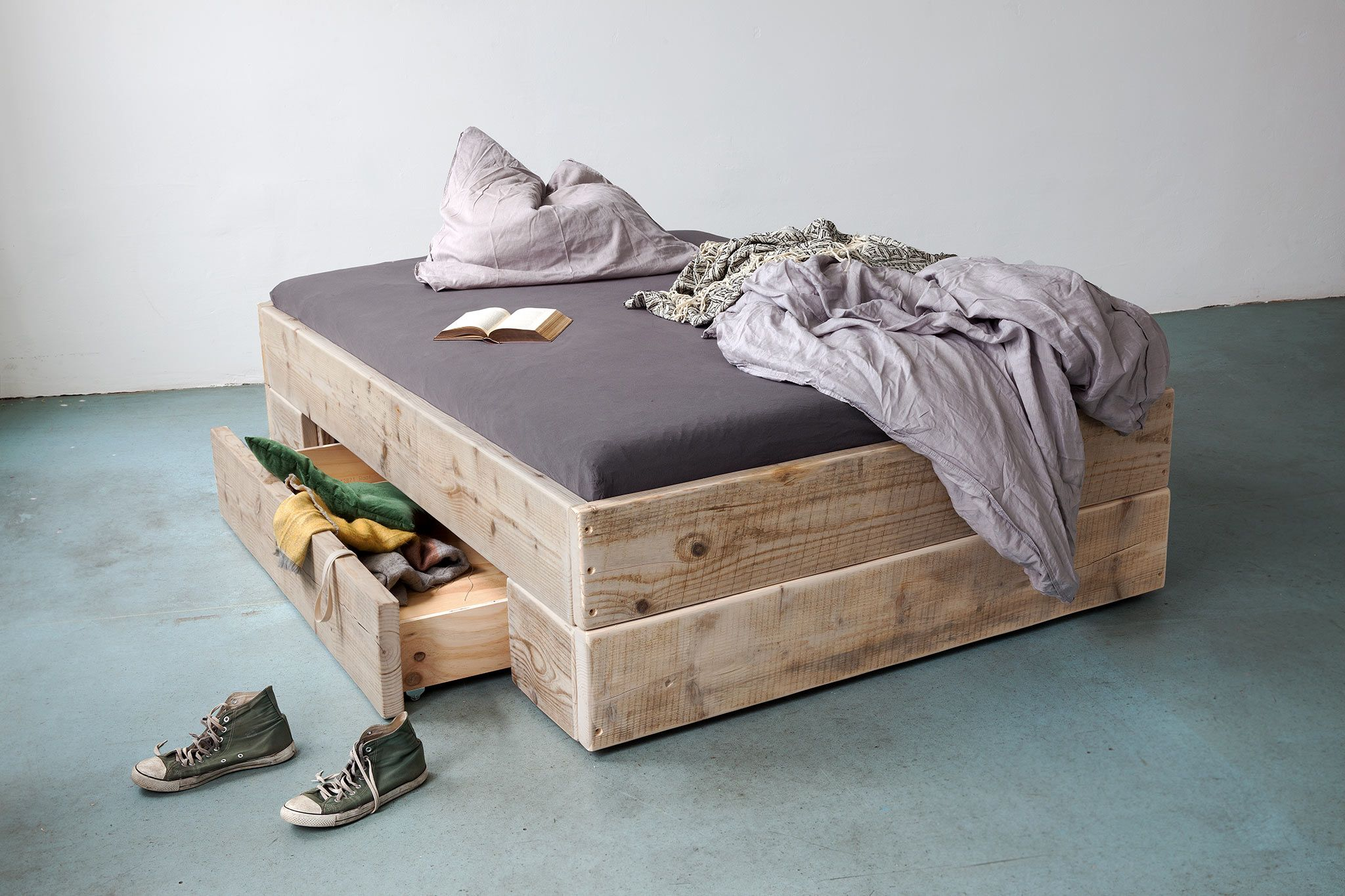 Big Upcycle Berlin Bett Mit Bettkasten Diy Paletten Bett Aus Paletten