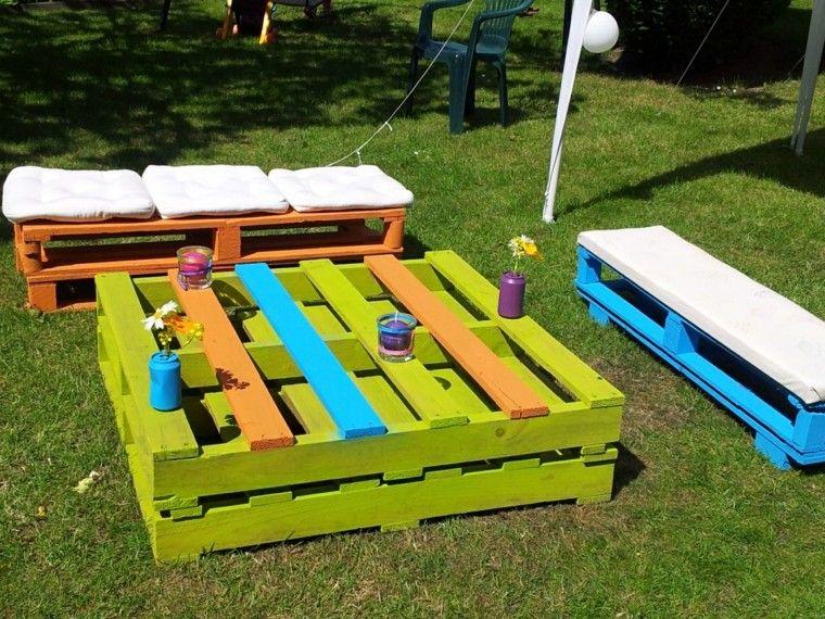 muebles de jardn de palets en colores llamativos