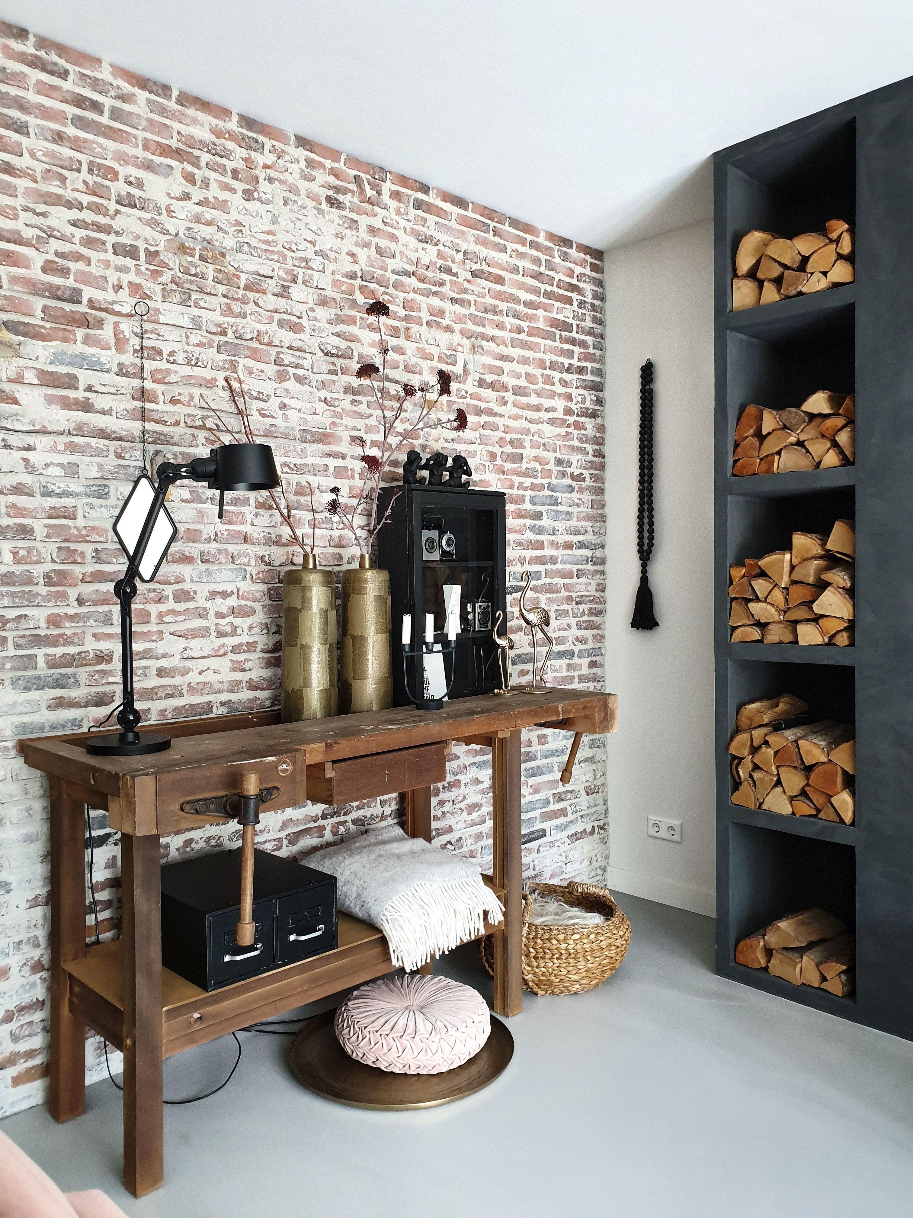 De Stenen Muur Geeft Een Natuurlijk Gevoel The Brick Wall Gives A Natural Feeling Brick Vintag Woonkamer Indeling Interieur Bakstenen Muren Keukendecoratie