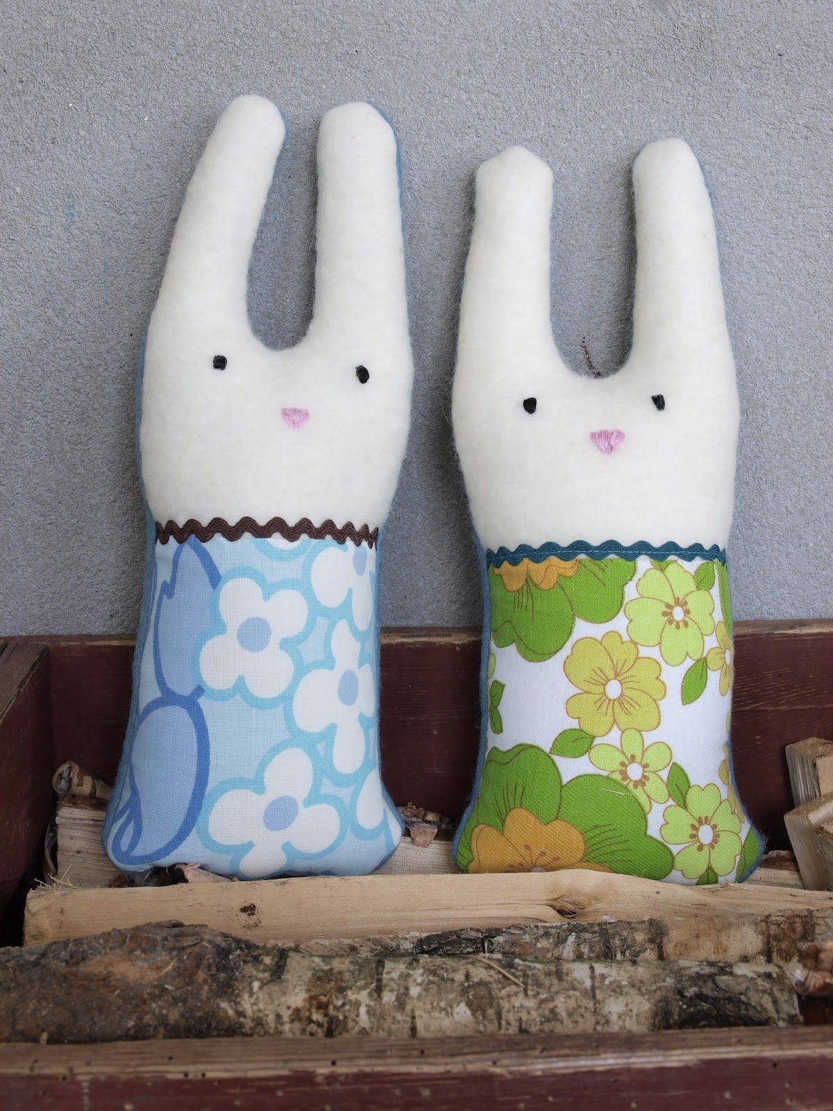 cute bunnies with vintage linens via lille hottentott
