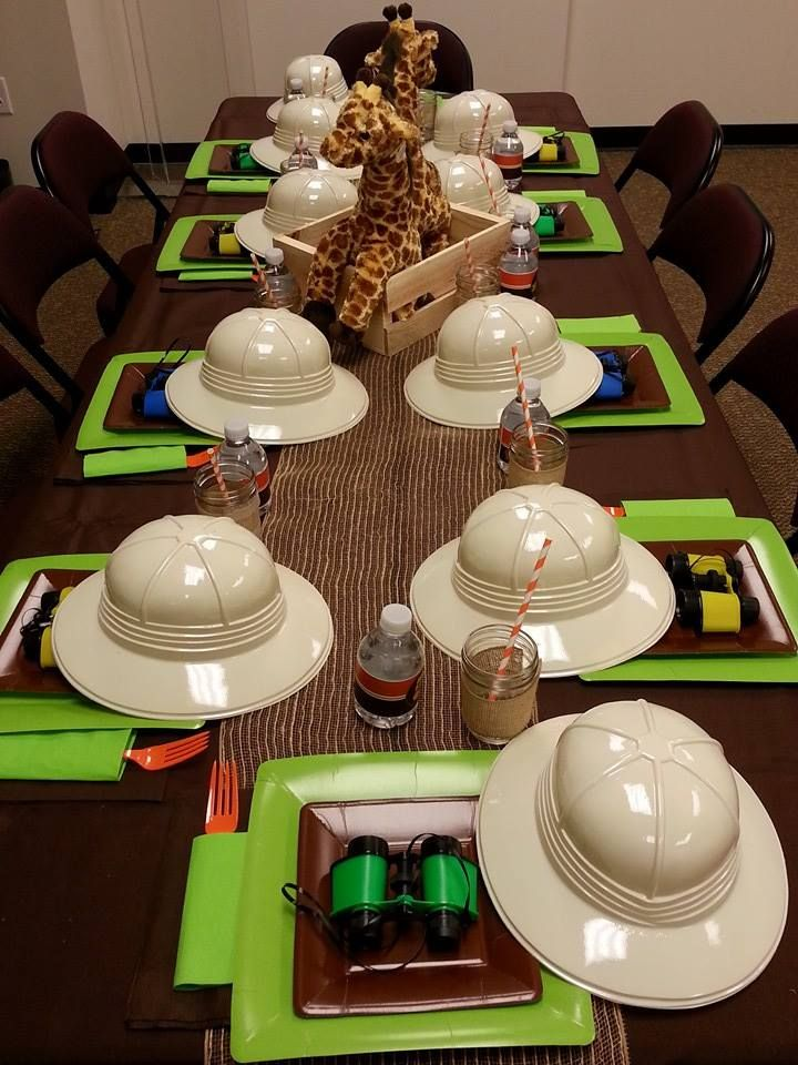safari hats and binoculars at safari party kids birthday in 2018 pinterest geburtstag. Black Bedroom Furniture Sets. Home Design Ideas