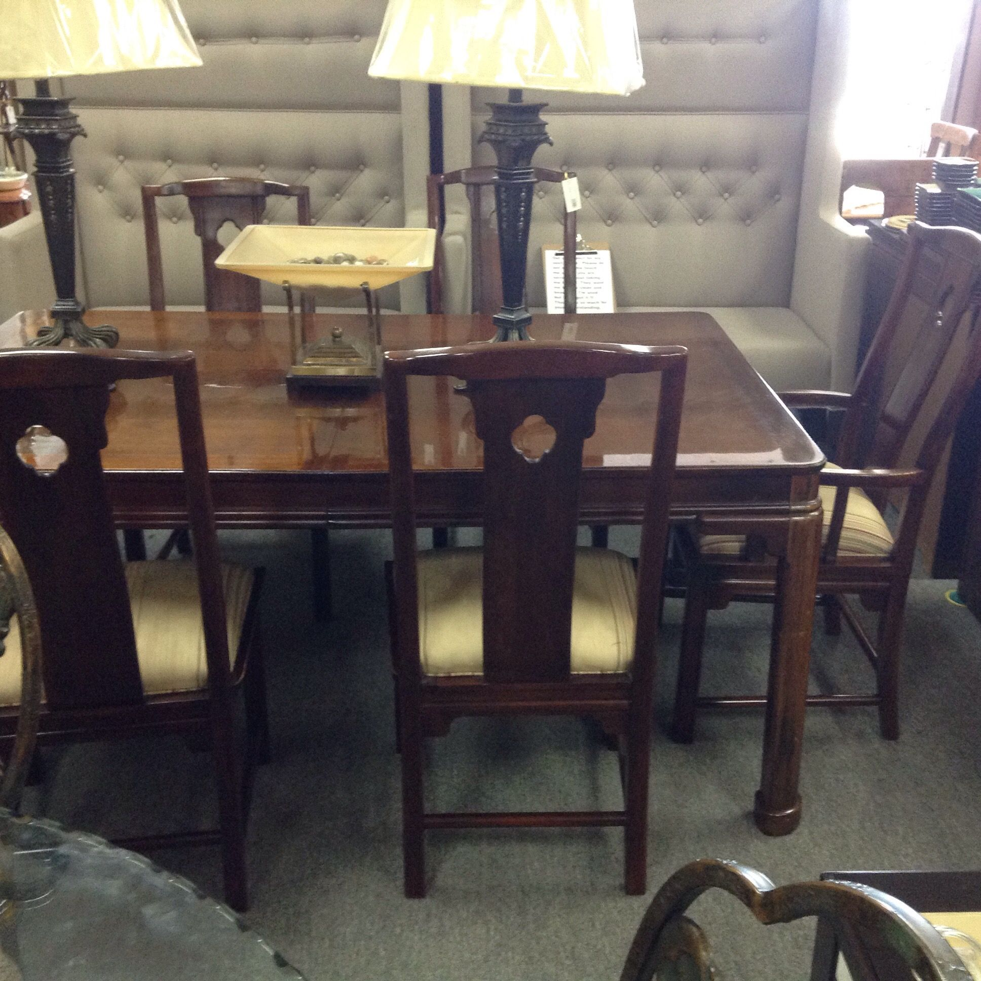 Thomasville Dining Table & 8 Chairs  Mahogany Table With Two Endearing Thomasville Dining Room Chairs Decorating Inspiration