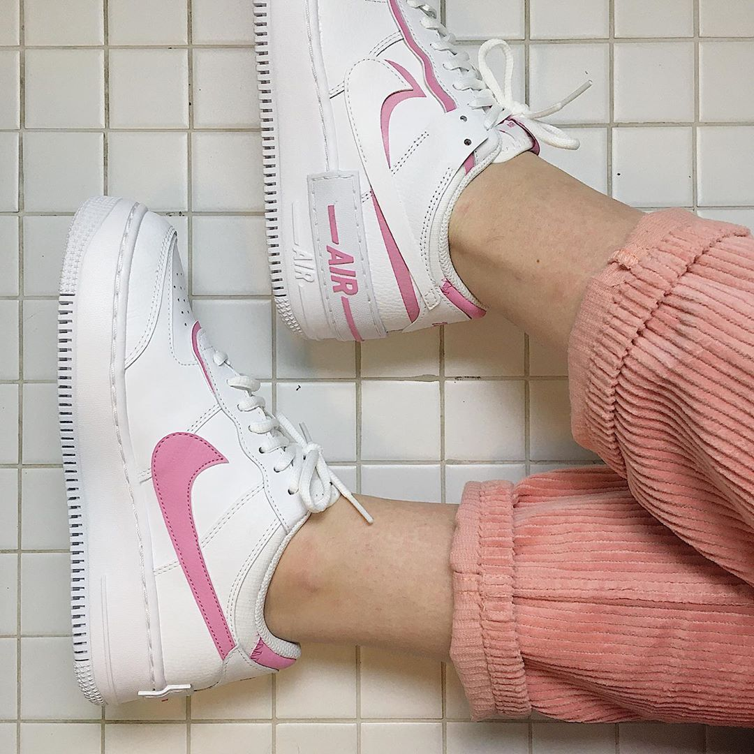 """Conversacional Maligno Cualquier  𝒽𝑒𝓁𝑒𝓃 on Instagram: """"are those reebok or nike ? (i did not just spend  30 minutes on my bathroom floor to take this pic btw) c:""""   Nike, Reebok,  Sneakers nike"""